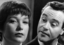 Jack Lemmon as C.C. 'Bud' Baxter and Shirley MacLaine as Fran Kubelik in The Apartment *** Local Caption *** (Photo by Silver Screen Collection/Hulton Archive/Getty Images)Huty16134